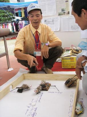 Huong dan cach su dung bay chuot cho khach tham quan
